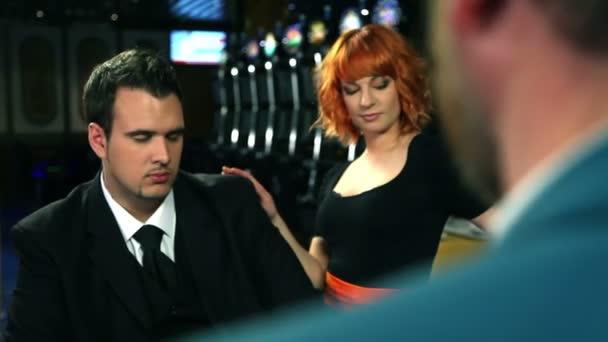 flirtování a hraní rulety v kasinu