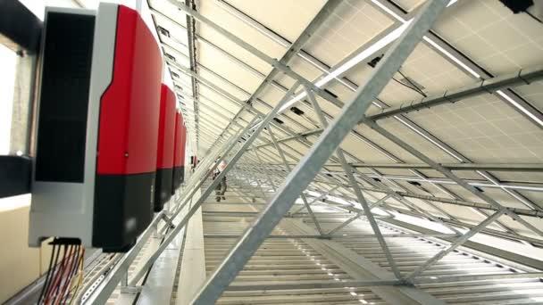 střídače pod solární panely