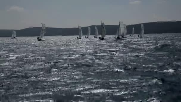 Skupina plachetnice se připravovat na soutěž