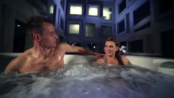 sexy Paar im Whirlpool