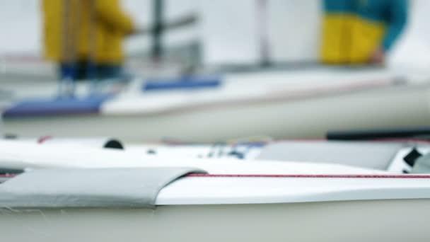 Podrobnosti o přípravě na závod plachetnic