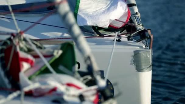 Podrobnosti o plachetnice při přípravě na závod plachetnic