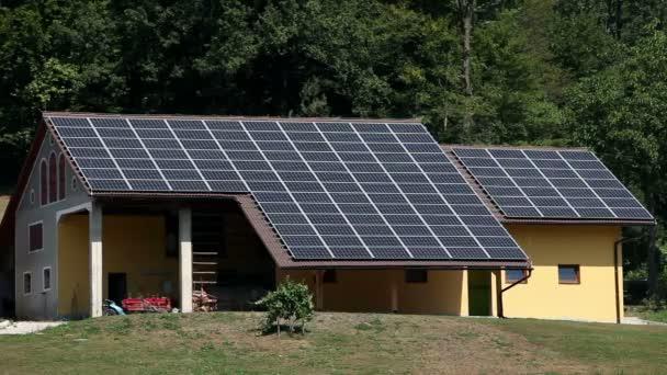 Solární panel domy na farmě