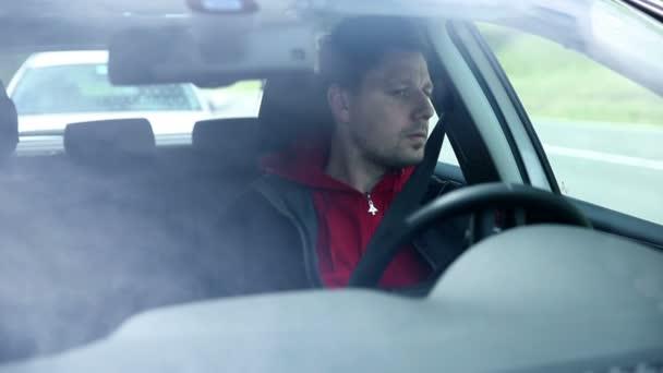 auto guida da davanti parabrezza