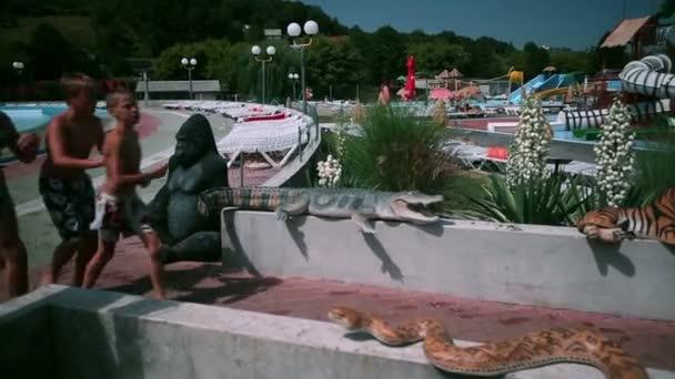 Skupina lidí, na další zábavní vodní park