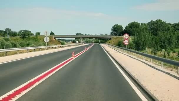 auto pohled na úplně nové silnice
