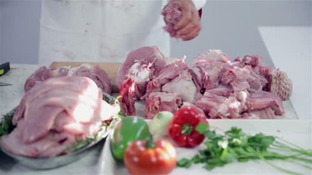 hromady masa na stole řezníků
