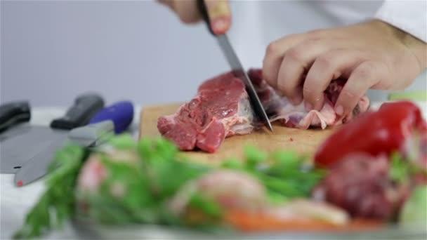 řezník řezání červené maso v hovězí steak
