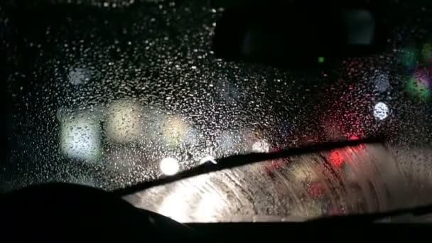 auto stěrače odstraňujete moistere z čelního skla