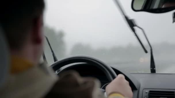 auto stěrače odstranit déšť z čelního skla na rychlé rychlosti