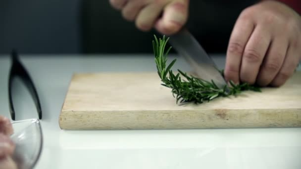 Cutting large laurel into small parts