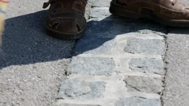 zametání betonových zem s koštětem