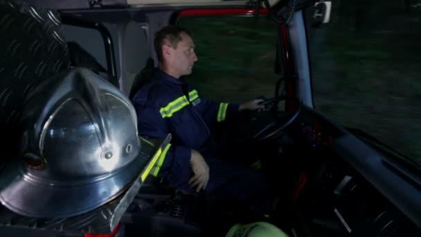 hasič jízdy firetruck zastřelil v kabině