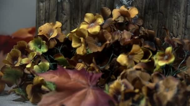 tabulka v podzim scénu s listovým a dýně