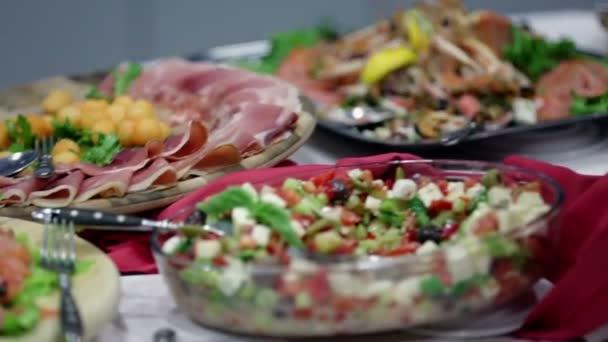 bufetu plná různých potravin rozkoší