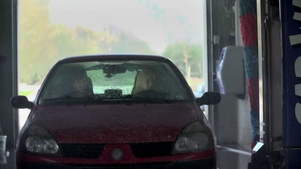 mytí auta v mycí linky