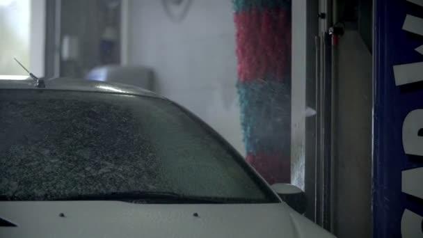 Autómosó apparature spurting vízzel keverve tisztító folyadék