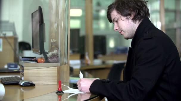 Zákazník podepíše dokument