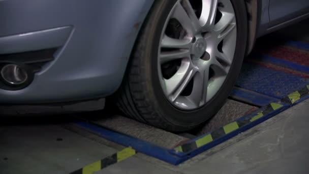 teting auto brzdy na přední pneumatiky v pomalém pohybu