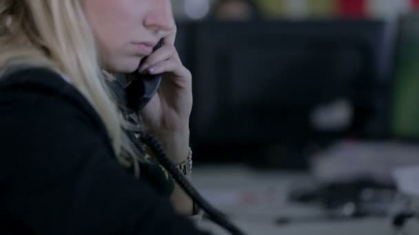 blonde Frau Telefonistin