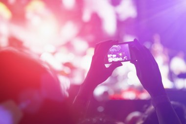 Photographing with smartphone during concert