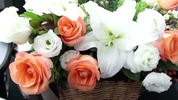 sladká kytice lilie a růže v květinářství