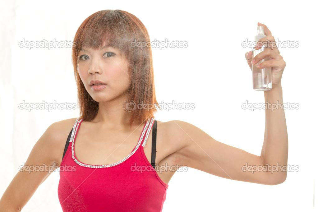 Asijská dívka stříká