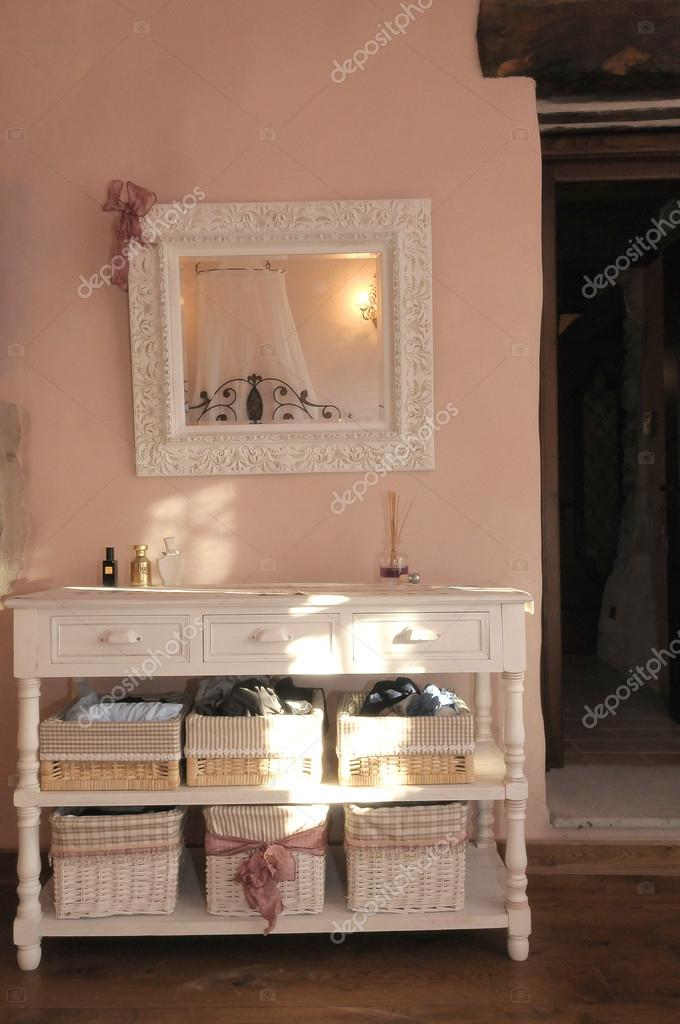 Spiegel im Schlafzimmer — Stockfoto © MARIGA #42216389