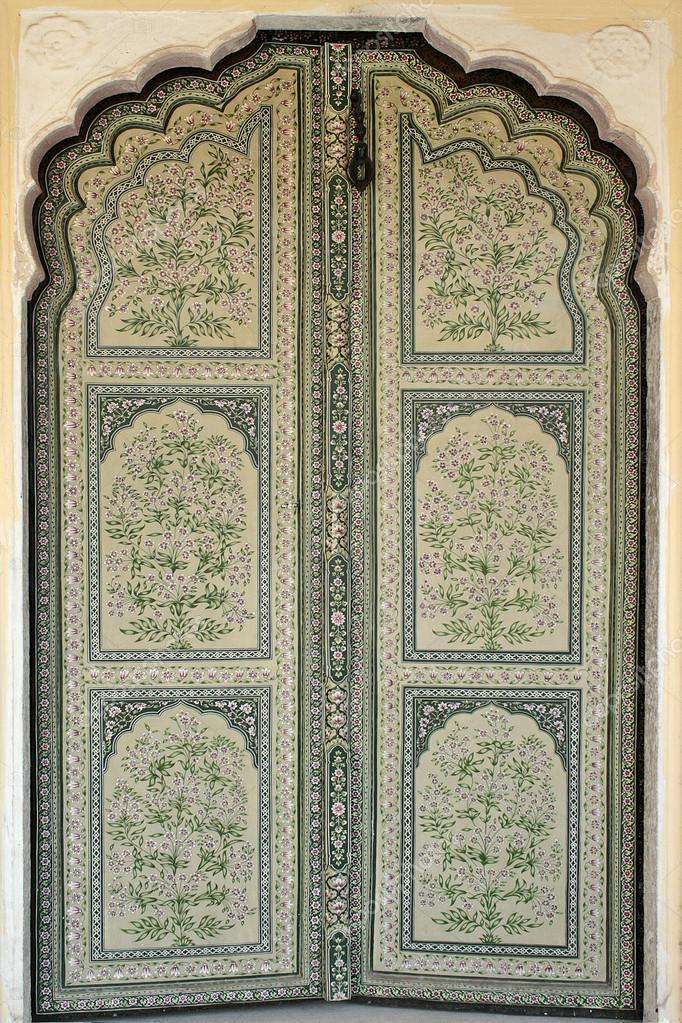 Handgemachte Dekorierte Tür In Hawa Mahal, Palast Der Winde, Jaipur,  Rajasthan, Indien U2014 Foto Von Tiulkina
