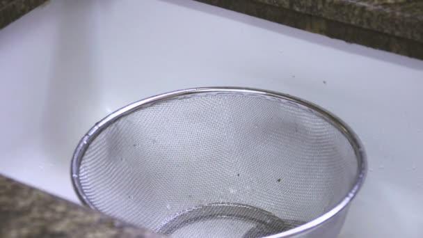 vařit vodu odvádět