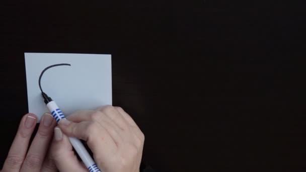 podnikatelka kreslí obrázek zmatený