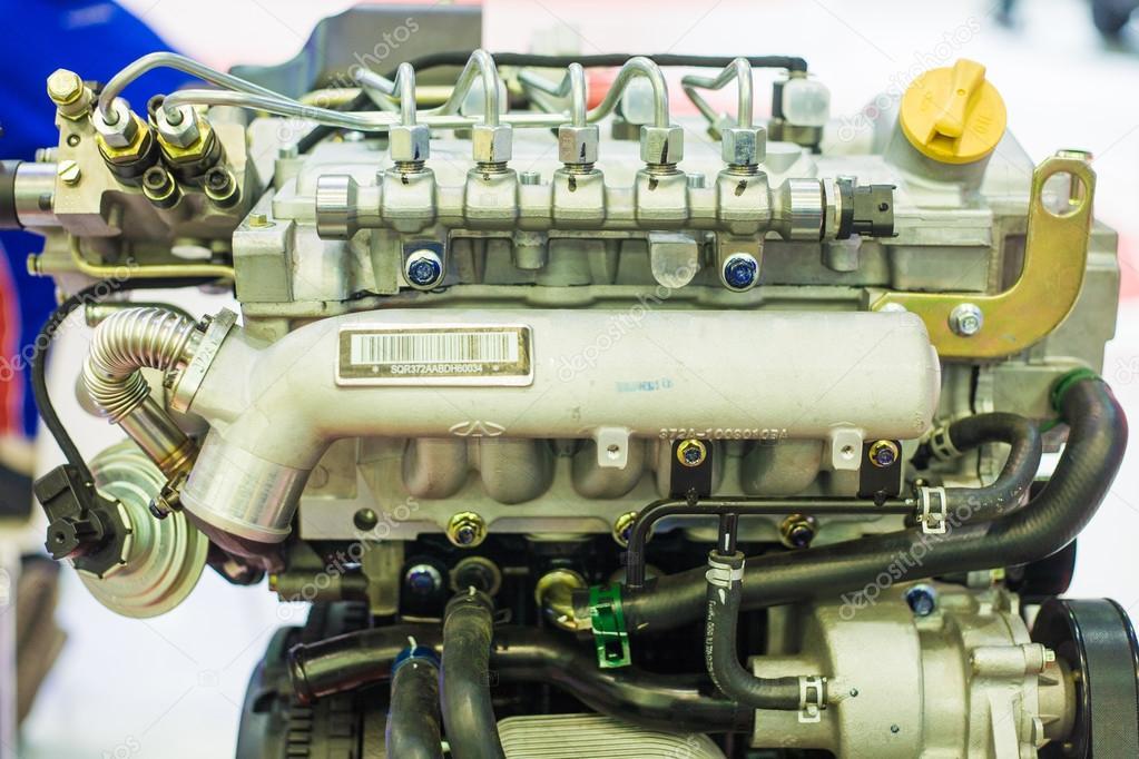 Schneiden von Metall-Motor. visuelles layout — Stockfoto © benedixs ...