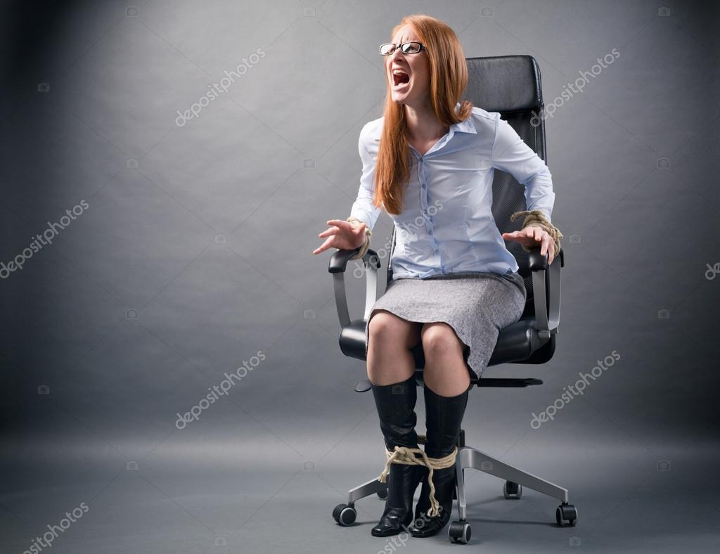 Fille Ligotée ligotée femme - pas de liberté dans l'entreprise — photographie