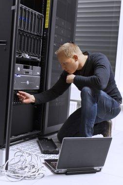 IT Consultant Maintain Servers in Datacenter