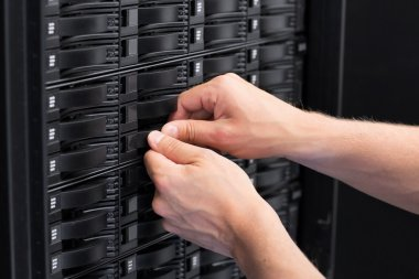 IT Consultant Replace Hard Drive in SAN