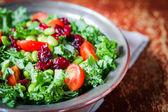 Fényképek Kale és edamame saláta rusztikus háttér