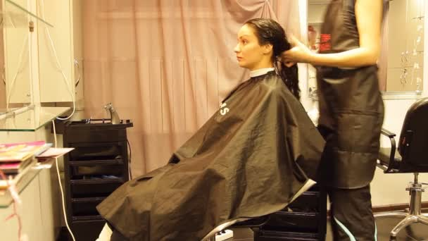 a lány fodrászat, színes, laminálás, kiszárad a haj