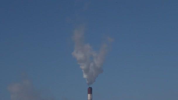 Fabrikrauch aus dem Schornstein