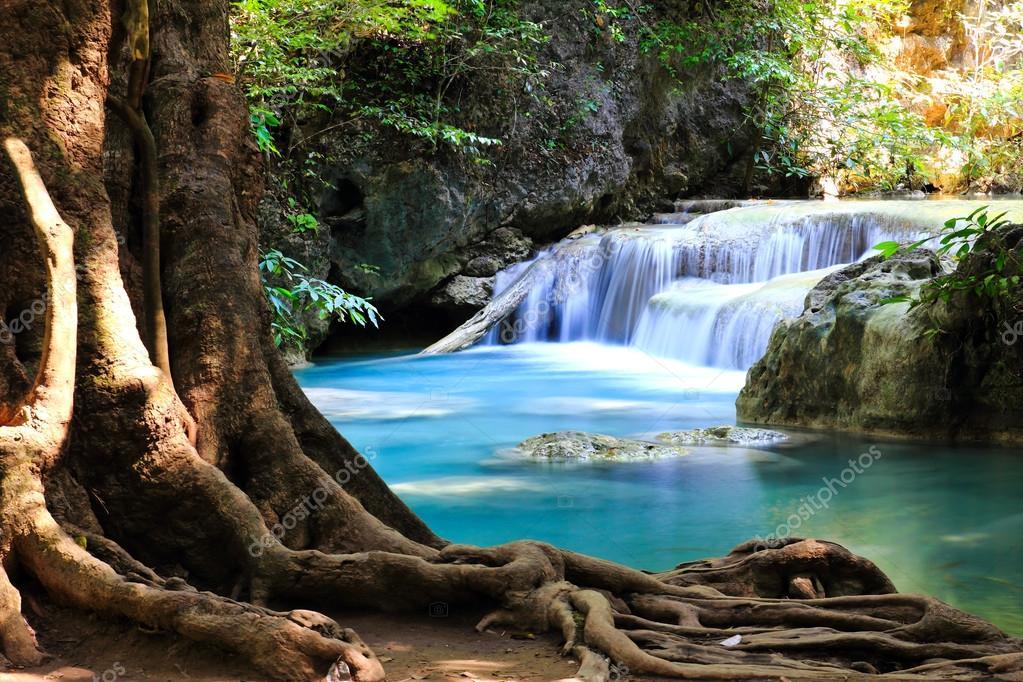 Фотообои Красивый водопад в национальном парке Эраван в Канчанабури ,Тха