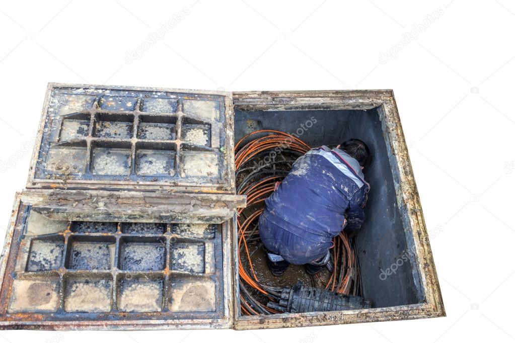 Technicien En Fibre Optique Et Des Rouleaux De Cable A Linterieur