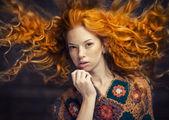 Fényképek a vörös hajú lány