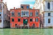 barevné červené palazzo
