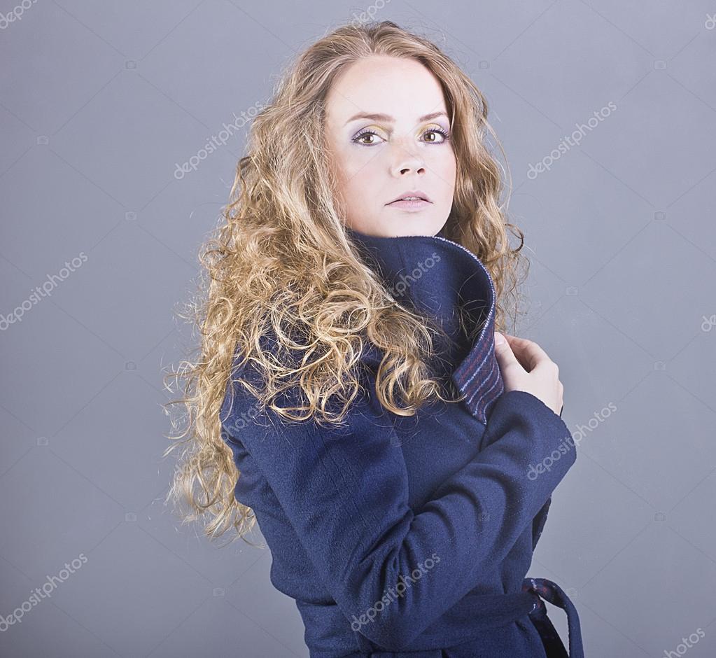 Очерущий взгляд красифой бландинки фото фото 800-686