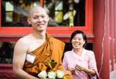 Rodina v buddhistické ceremonie vysvěcení