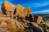 Erstaunlich großen Granitfelsen mit gelben Flechten auf die verzauberte Felsen, Texas