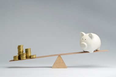 Money spendings against money savings