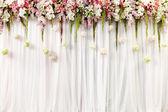 Gyönyörű esküvői virágdekoráció