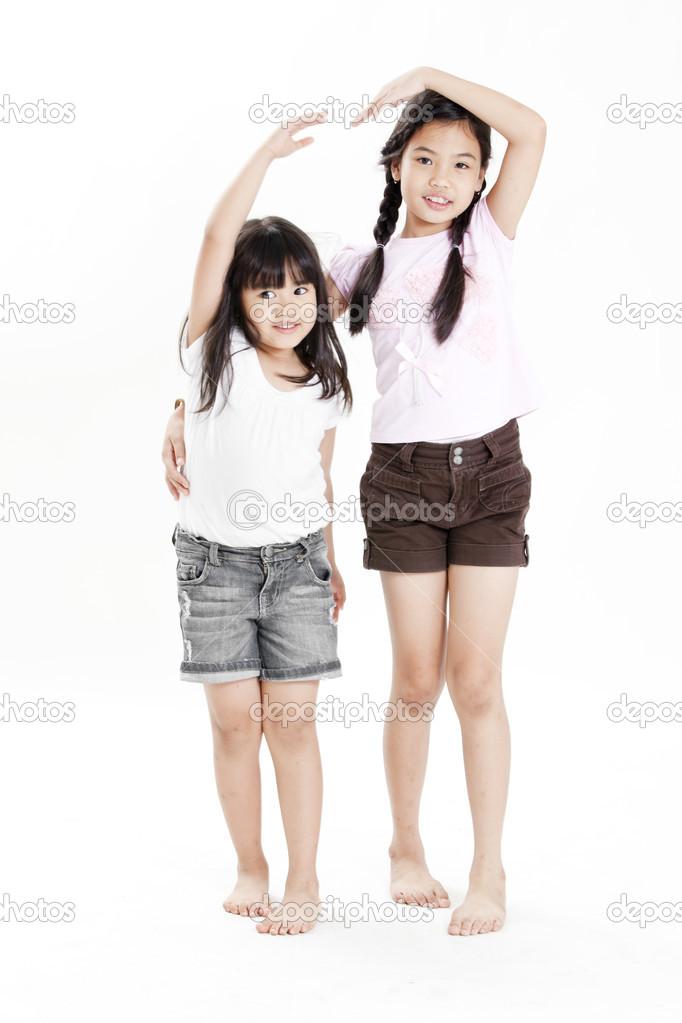 Деву шкииграют друг другом
