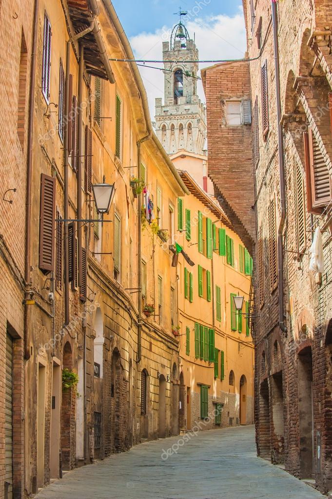 Rues tordues de Sienne, Toscane, Italie — Photographie Jaromatik © #51216325