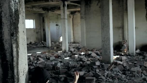 Drogos füvet süket elhagyott épület daru lövés HD